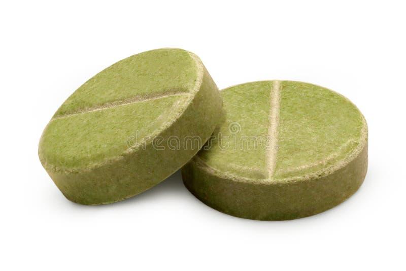 Nahaufnahme mit zwei grüne Kräuterpillen lizenzfreies stockbild