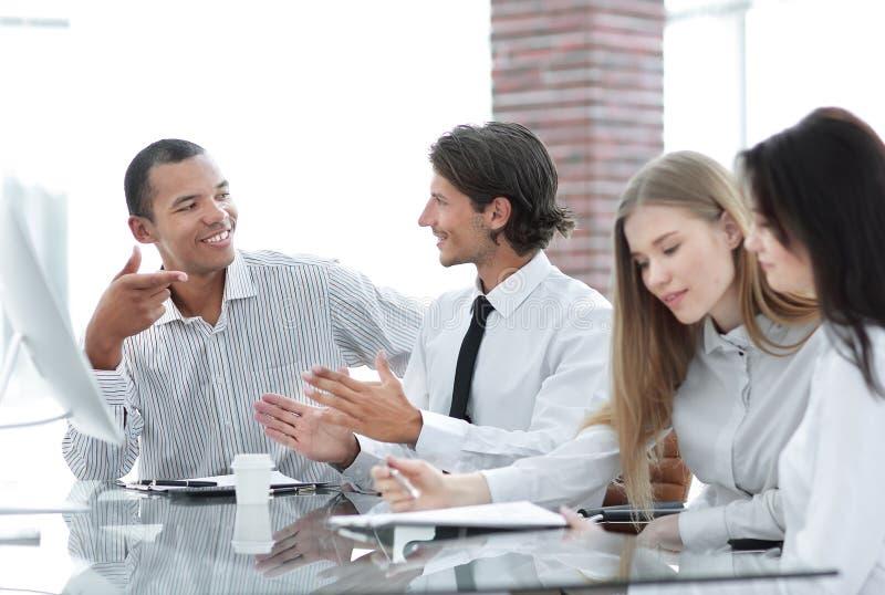 nahaufnahme multinationales Geschäftsteam während einer Sitzung Konzept der Teamwork stockfotos