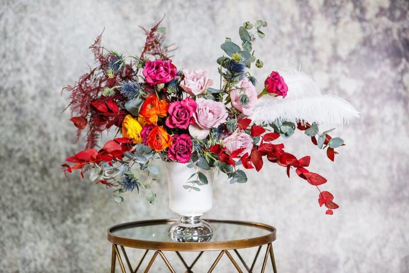 Nahaufnahme Schöner Blumenstrauß von frischen Blumen stockfotos