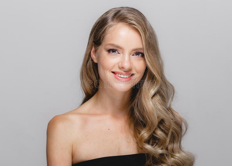 Nahaufnahme-Schönheitsporträt der Frau kosmetisches, für Salon schönes peop stockbild