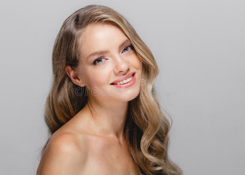 Nahaufnahme-Schönheitsporträt der Frau kosmetisches, für Salon schönes peop stockfoto