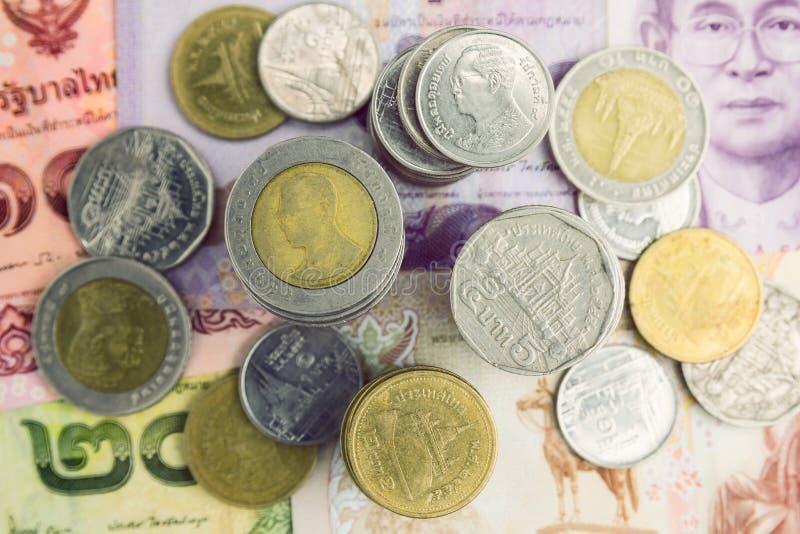 Nahaufnahme-thailändischer Baht prägt Hintergrund Thailand-Geld lizenzfreie stockfotos