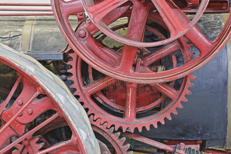 Nahaufnahme von Gängen auf einer antiken Dampf-Maschine stockfotos