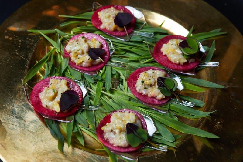 Nahaufnahme von gesunden organischen Salaten des strengen Vegetariers lizenzfreie stockfotos