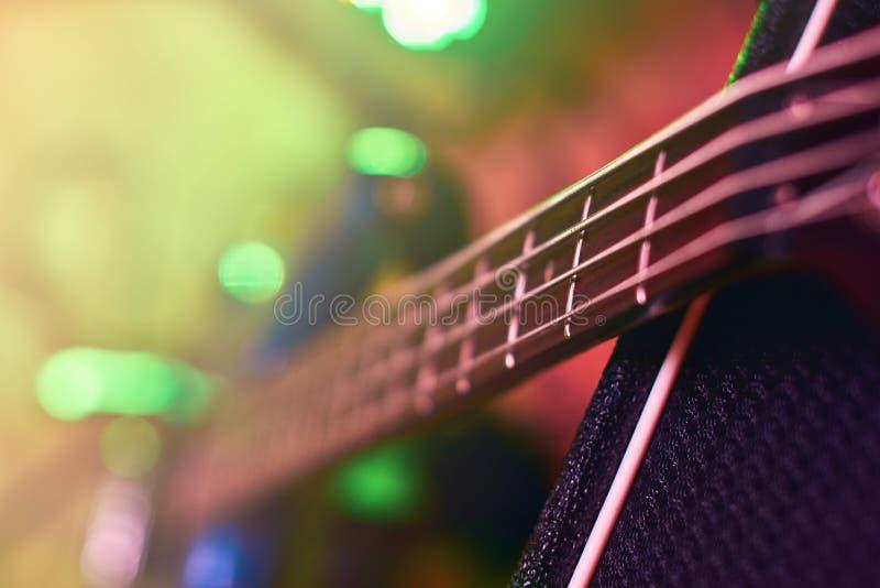 Nahaufnahme von Gitarre Fingerboard am Konzert stockbilder