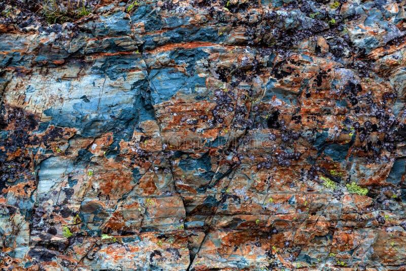 Nahaufnahme von grauen Steinen von Gebirgsfelsen lizenzfreies stockfoto