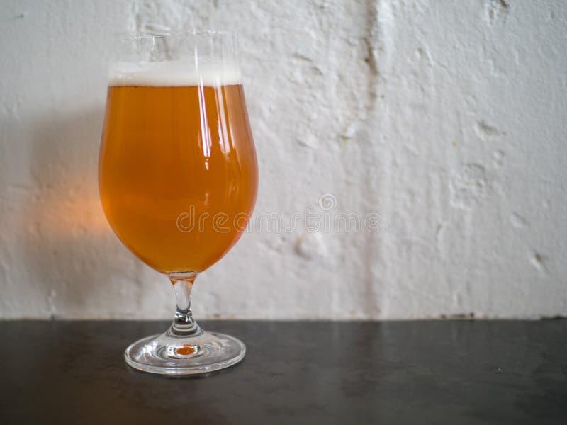 Nahaufnahme von IPA-Bier in einem Glas stockfoto