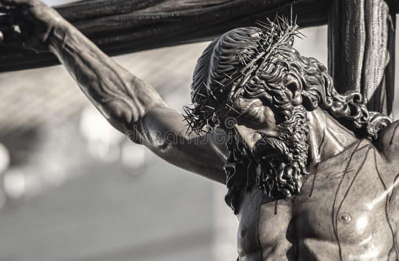 Nahaufnahme von Jesus auf dem Kreuz, Karwoche in Sevilla, Bruderschaft Javieres lizenzfreies stockbild
