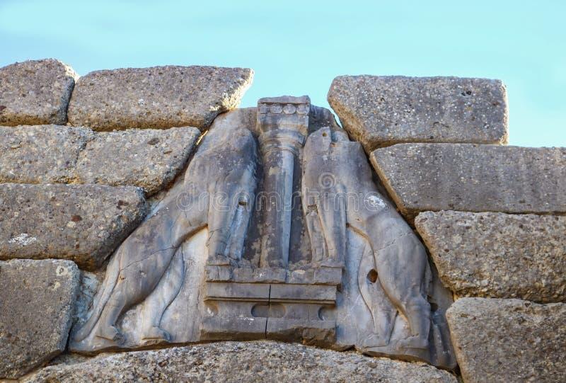 Nahaufnahme von kopflosen Löwen auf Lion Gate, der der Haupt- Eingang der Bronzezeitalterzitadelle von Mycenae in Süd-Griechenlan lizenzfreie stockbilder