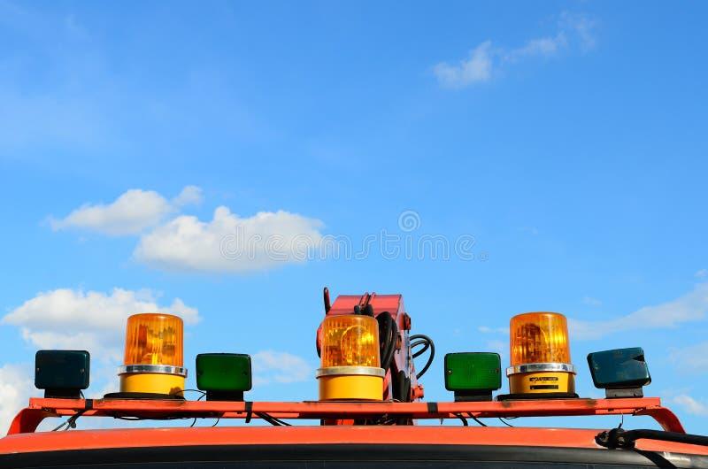 Nahaufnahme von Löschfahrzeugspitzenlichtern stockbilder