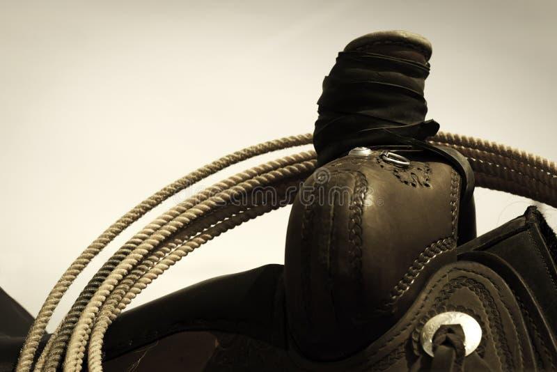 Sattel und Lariat stockbild