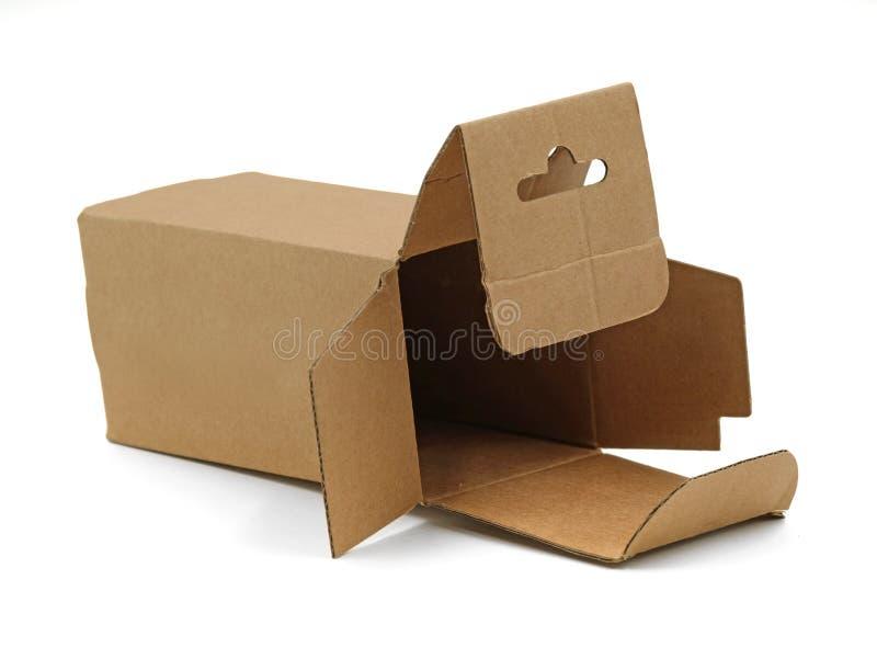 Nahaufnahme von offenem leerem des braunen einzelnen Kartonkastens lokalisiert auf weißem Hintergrund lizenzfreie stockfotos