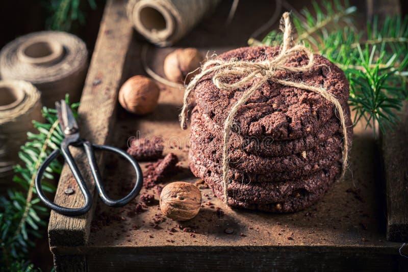Nahaufnahme von Plätzchen der süßen Schokolade als kleinem Weihnachtsimbiß lizenzfreies stockbild