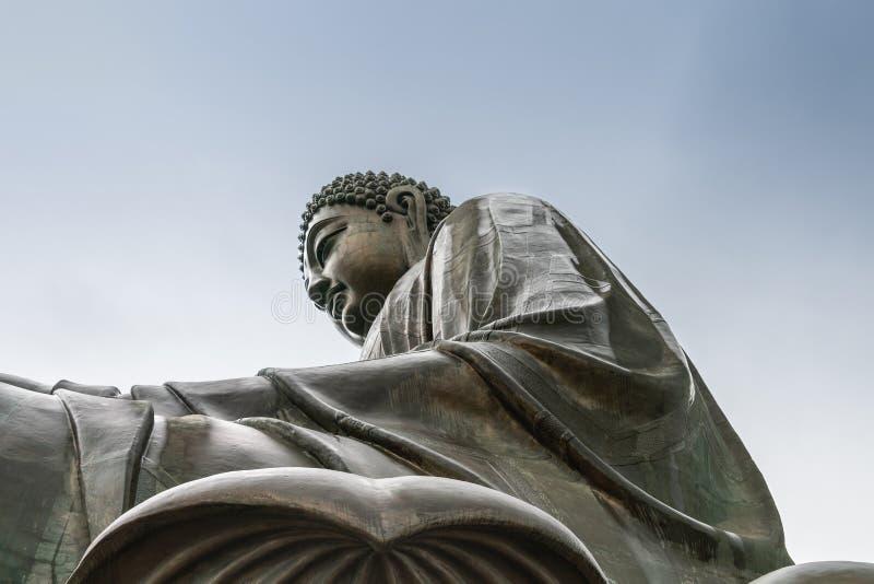 Nahaufnahme von Tian Tan Buddha von der Seite darunter, Hong Kong China lizenzfreies stockfoto