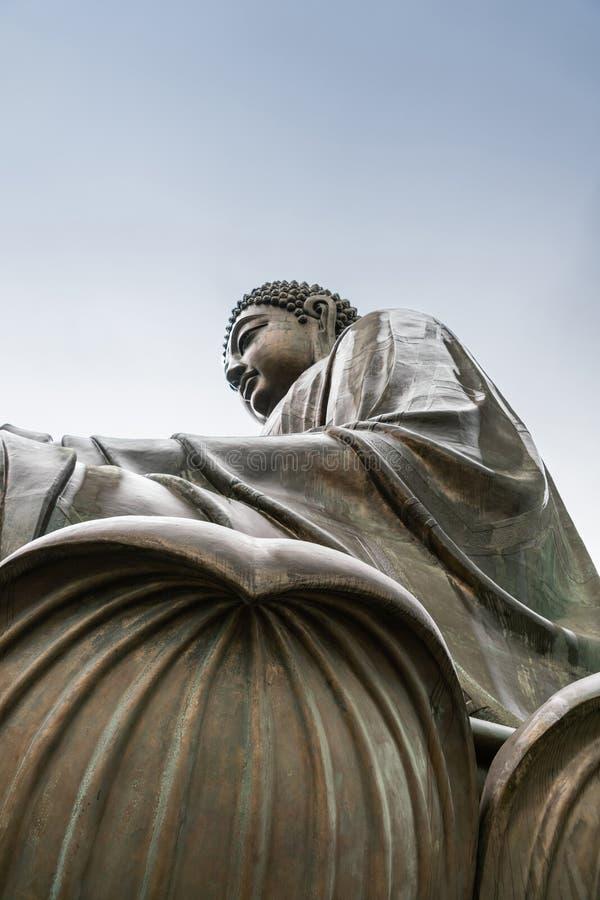 Nahaufnahme von Tian Tan Buddha von der Seite darunter, Hong Kong China lizenzfreie stockbilder