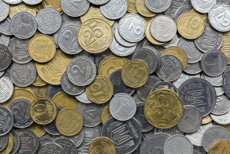 Nahaufnahme von verschiedenen ukrainischen Münzen lizenzfreie stockbilder