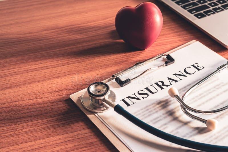 Nahaufnahme von Versicherungspolice-Vertragspapieren Lebensversicherungspolice-Nutzungsbedingungen-Konzept stockbilder