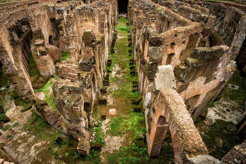Nahaufnahmeansicht der Arena von Colosseum (Kolosseum), Rom lizenzfreies stockbild