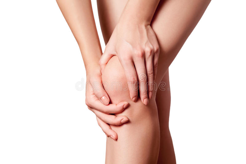 Nahaufnahmeansicht einer jungen Frau mit den Knieschmerz stockfotos