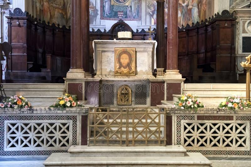 Nahaufnahmeansicht Hauptaltar, Basilika von Santa Maria in Trastevere stockfotos