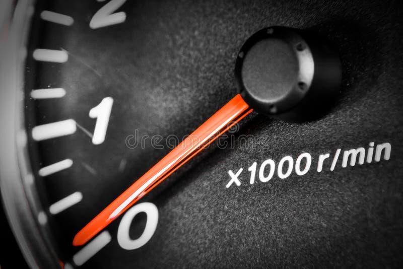 Nahaufnahmearmaturenbrett mit Geschwindigkeitsmesser und U/min lizenzfreies stockbild