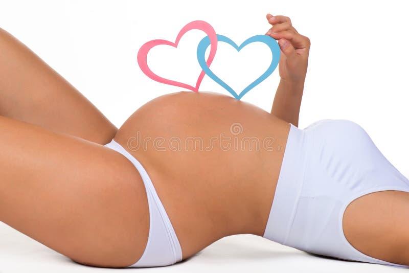 Nahaufnahmebauch der schwangeren Frau Geschlecht: Junge, Mädchen oder Zwillinge? stockbild