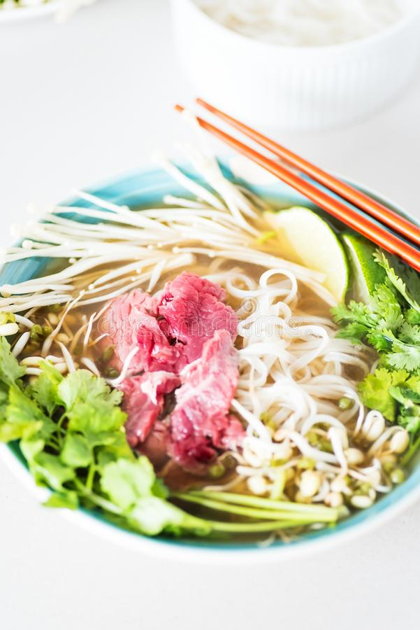 Nahaufnahmebild der heißen Suppe Pho BO lizenzfreie stockfotos