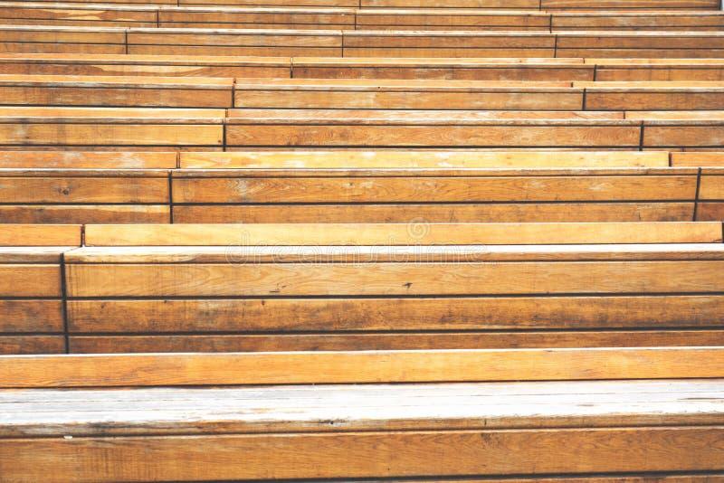 Nahaufnahmedetail von Linien und von Korn auf alten hölzernen Schritten stockfotografie