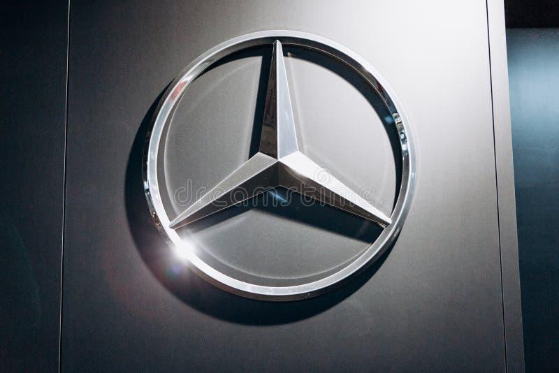 Nahaufnahmefoto des Mercedes-Benz-Zeichens stockfoto