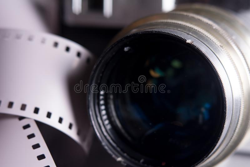 Nahaufnahmelinse mit alter Kamera stockbilder