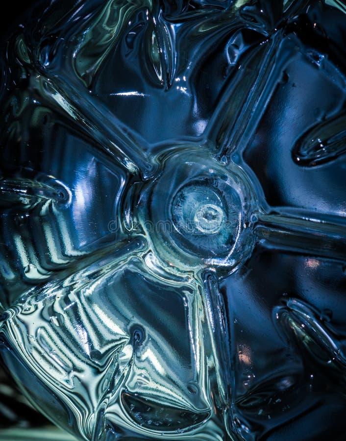 Nahaufnahmeplastikflaschen-Unterseitenschuß lizenzfreies stockbild