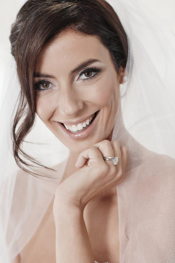 Nahaufnahmeporträt der glücklichen Braut lizenzfreie stockfotos