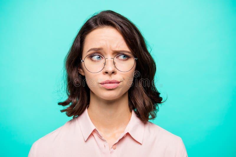 Nahaufnahmeporträt des netten lustigen besorgten hübschen reizend attracti lizenzfreies stockfoto