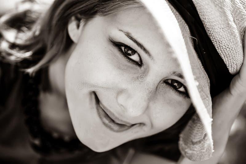 Nahaufnahmeporträt des schönen Mädchens lizenzfreie stockfotos