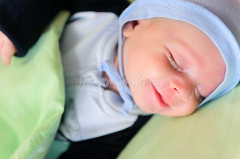Nahaufnahmeporträt des schlafenden Schätzchens stockfotos