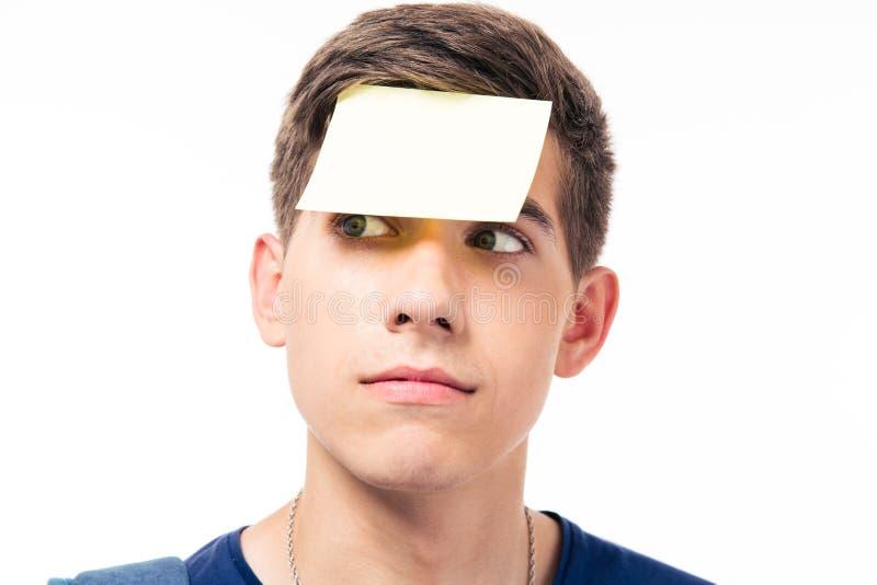 Nahaufnahmeporträt eines Mannes mit Aufkleber auf Stirn lizenzfreie stockfotos