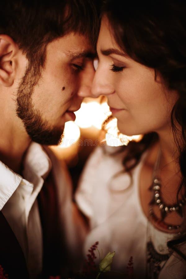 Nahaufnahmeporträt von Hochzeitspaaren stockbilder