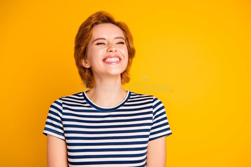 Nahaufnahmeporträt von ihr sie nettes reizendes hübsches reizend attraktives nettes heitres optimistisches Mädchen lachendes l stockfoto