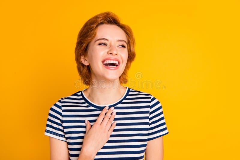 Nahaufnahmeporträt von ihr sie schön aussehendes reizendes süßes hübsches reizend attraktives nettes heitres Mädchen lachen stockbild