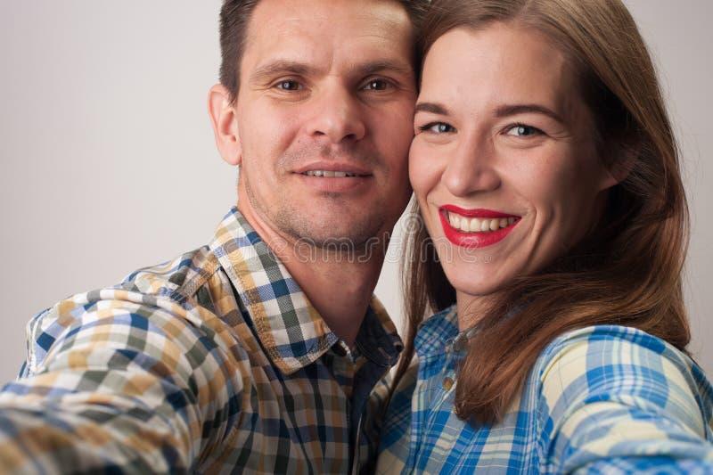 Nahaufnahmeporträt von Mitte gealterten Paaren lizenzfreies stockbild