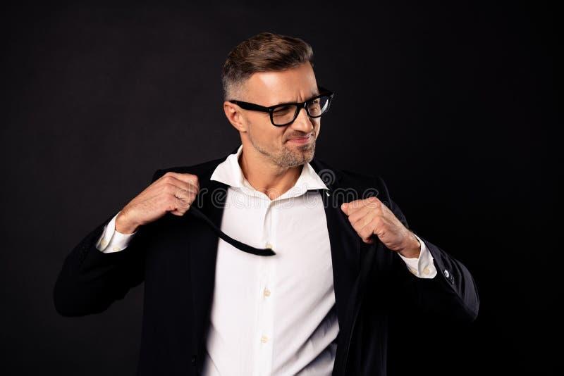 Nahaufnahmeporträt von seinem er banker-Mittelvermittler des netten noblen attraktiven starken Führerpartners des Inhalts Berufsw lizenzfreie stockfotografie