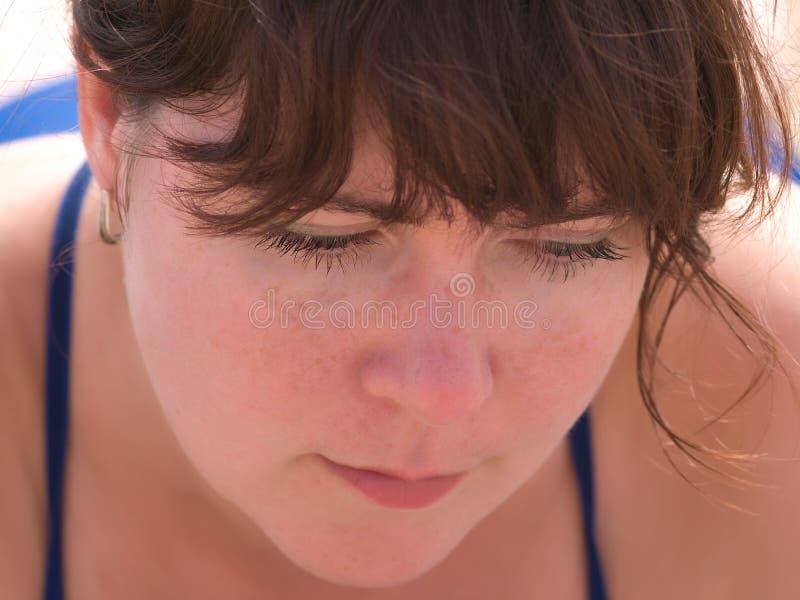Nahaufnahmeportrait der Frau stockbild