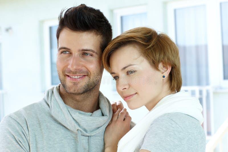 Nahaufnahmeportrait der jungen Paare stockfotografie