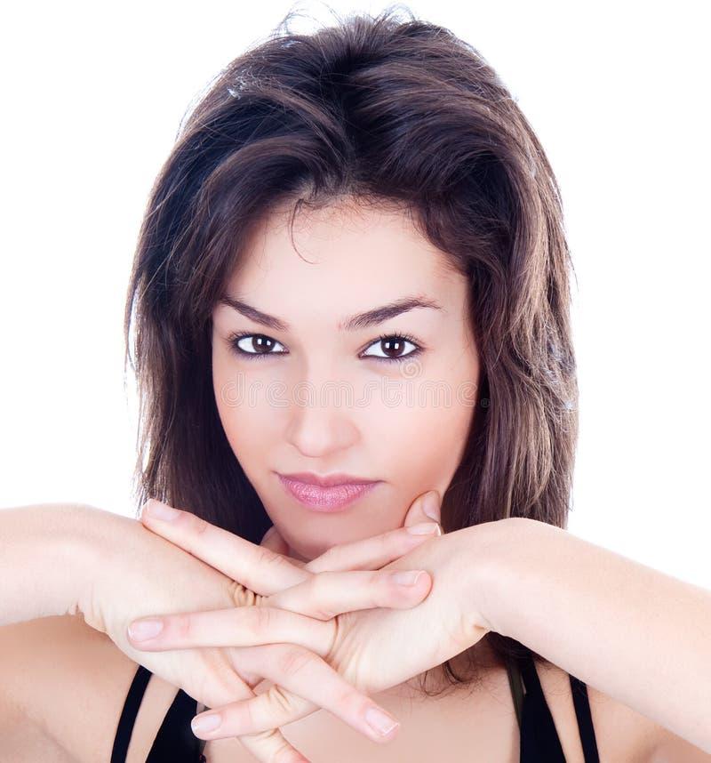 Nahaufnahmeportrait der reizvollen kaukasischen jungen Frau stockfoto