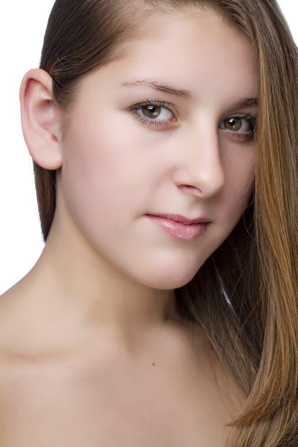 Nahaufnahmeportrait der schönen jungen Frau stockfoto