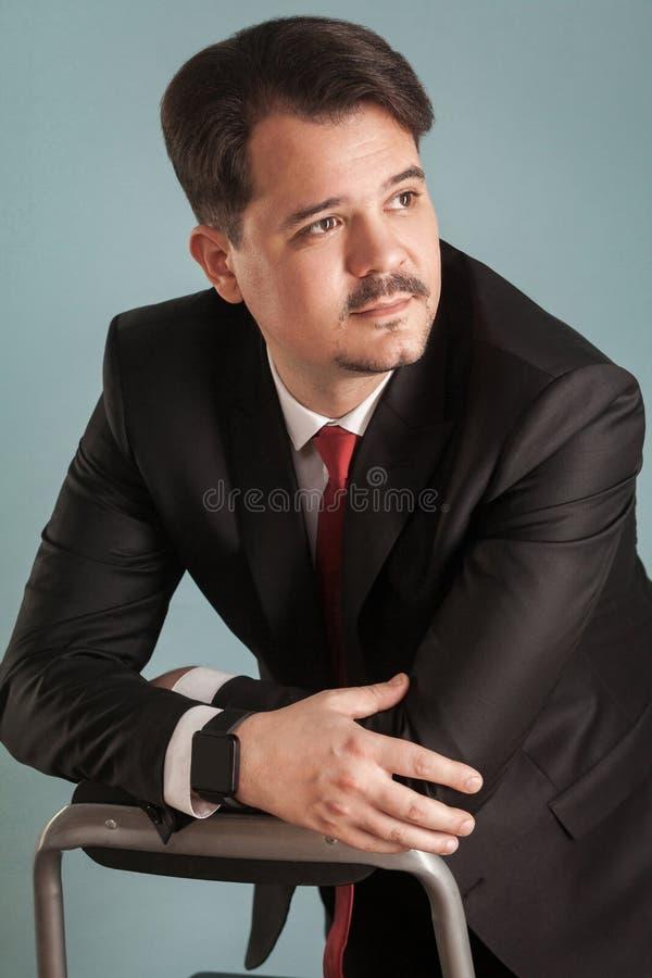 Nahaufnahmeportrait des überzeugten Geschäftsmannes lizenzfreie stockfotografie