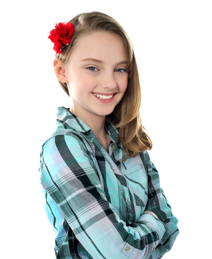 Nahaufnahmeportrait des lächelnden schönen Mädchens stockfotografie