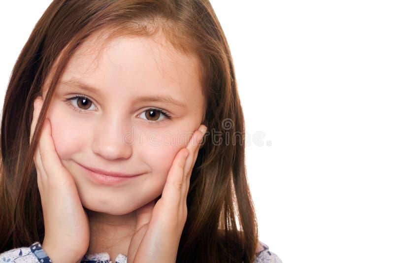 Nahaufnahmeportrait des reizend kleinen Mädchens. Getrennt lizenzfreie stockfotografie