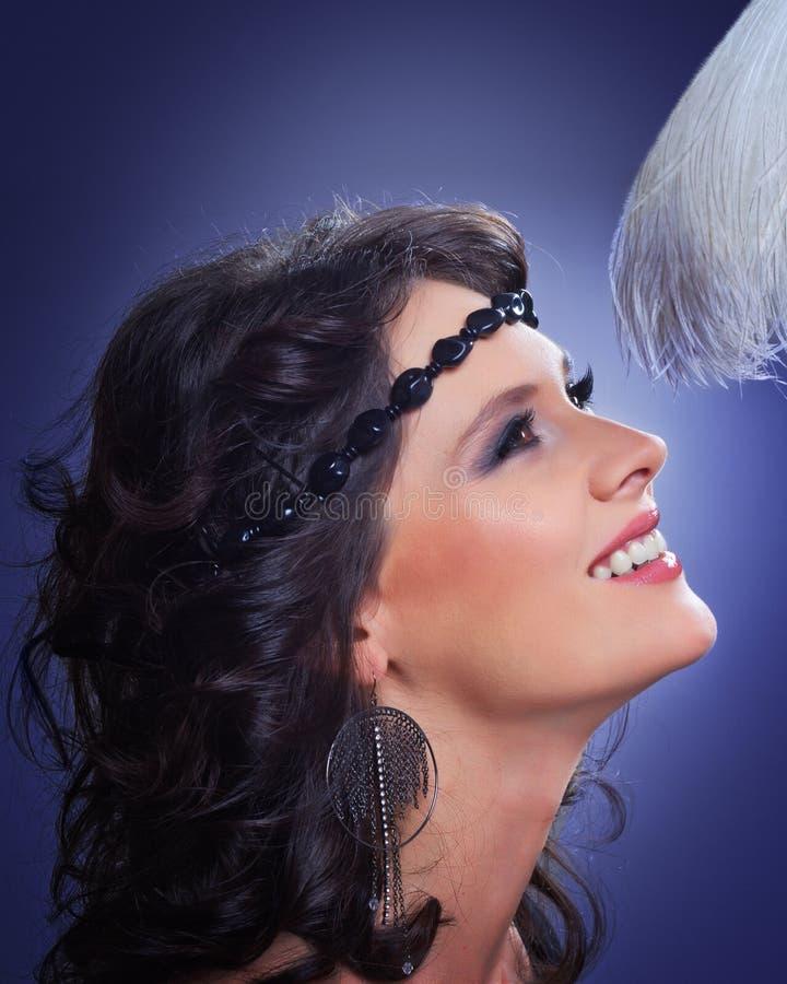 Nahaufnahmeportrait des schönen Mädchens mit Verfassung lizenzfreie stockfotografie