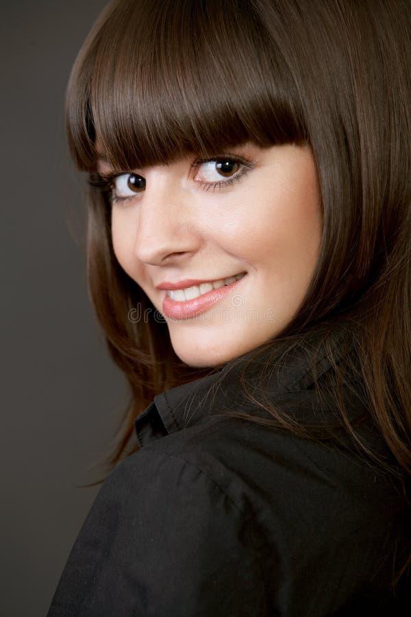 Nahaufnahmeportrait einer schönen Frau stockfotos